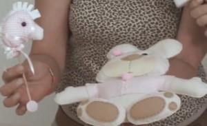 ursinho-e-cavalinho-de-feltro-para-decorar-quarto-de-bebê