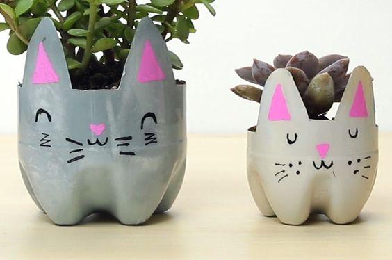 vasos de bichinho com garrafa PET