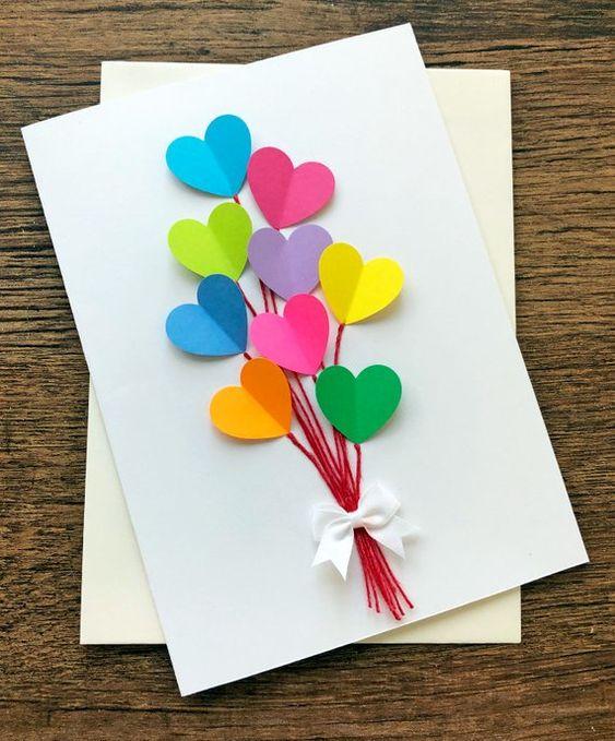 cartão com corações coloridos