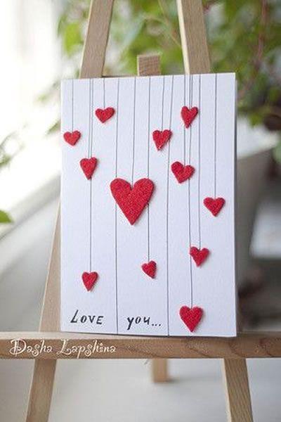 cartão com corações em EVA e linhas
