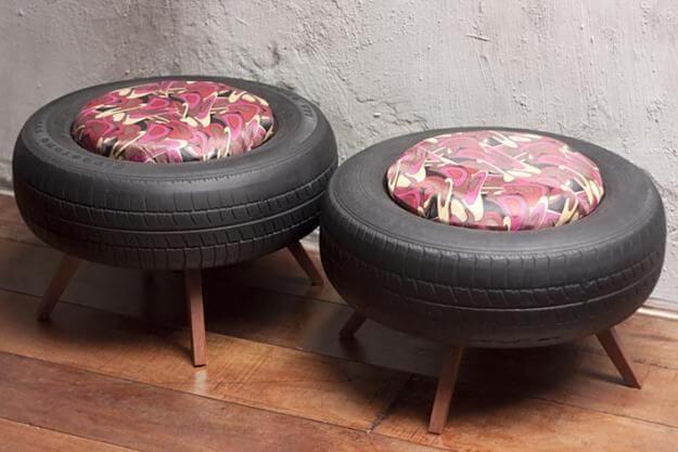 puff de pneu pintado com pés