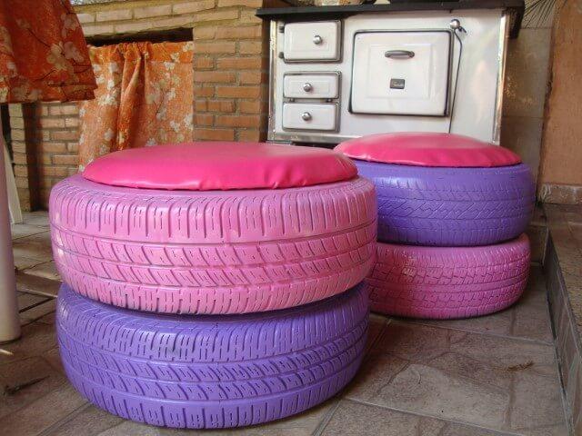 Puff de pneu com almofada de corinho colorido