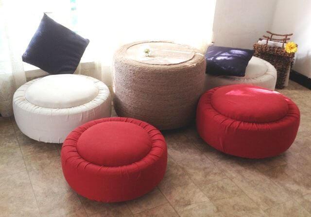 Puffs de pneu em tecido vermelho e branco